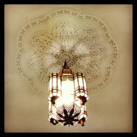Riad Abaca Badra: lights in the rooms