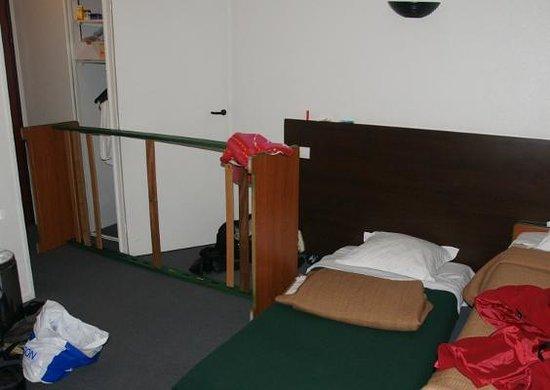 Adagio Access La Defense Leonard de Vinci: Broken bed