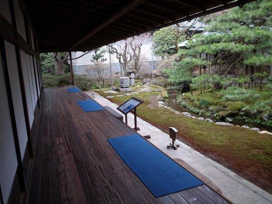 Seisonkaku Villa : つくしの縁からみた庭園