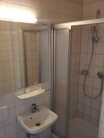 Smart Stay Hostel Munich City: Das Bad wirkte etwas schmutzig.