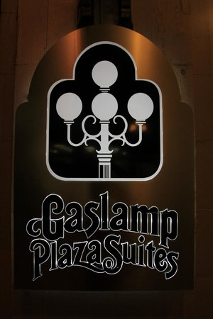 Gaslamp Plaza Suites: Sign at front of hotel