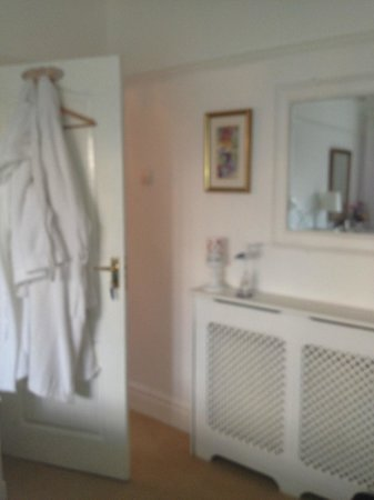 The Avenue Bed and Breakfast: Bathrobes included