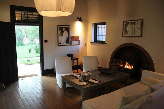 Satyagraha House: salon