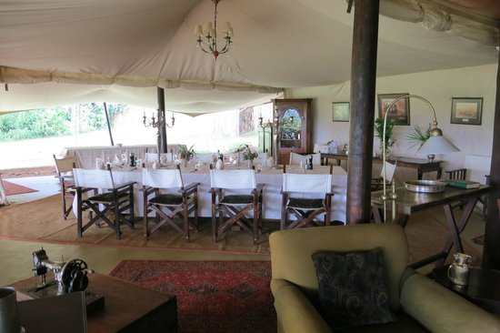 Cottar's 1920s Camp & Bush Villa: A fun place to dine with other guests and share stories