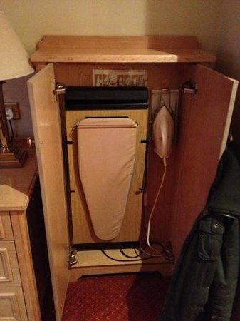 Newgrange Hotel: ironing board