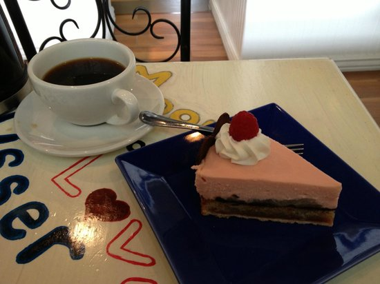 Moonstruck Patisserie: Torte Amore and fresh brewed coffee