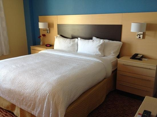 TownePlace Suites Ann Arbor: King Bed