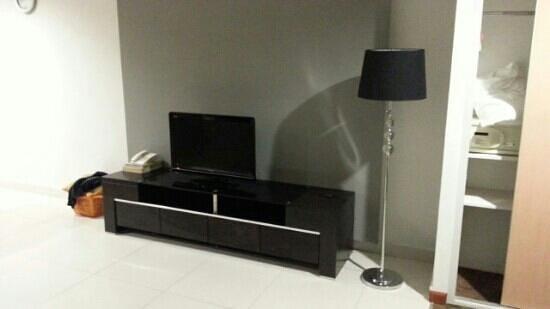 Merdeka Suite Hotel: Television