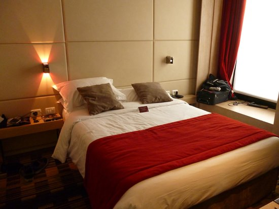 Golden Tulip Opera De Noailles: Bed