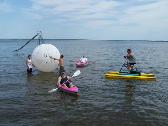 Lagoon Resort & Motel: Water fun