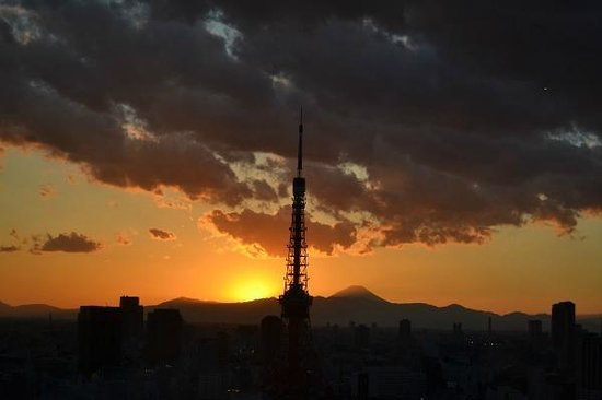Park Hotel Tokyo: sunset from reception later January 2013