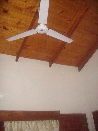 El Paraiso Apart Hotel: ventilador en la cocina