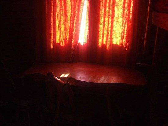 El Paraiso Apart Hotel: hermosa mesa,  en la cocina comedor