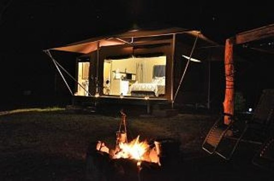 Cannon Creek, ออสเตรเลีย: Nightfall at your luxury camp site