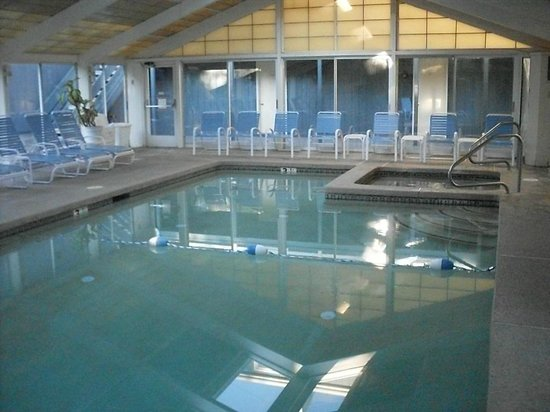 Seacastles Resort Inn and Suites : Clean and Comfortable Pool Compliments Sea Castles