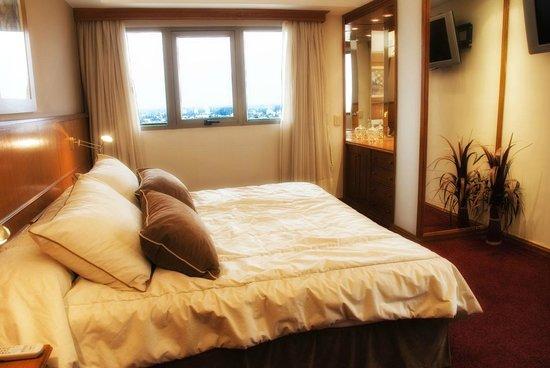 Hotel Carlos V: Cálida habitación con inmejorable vista de la ciudad