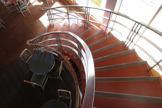 Flying Star Cafe - Downtown: Staircase from the mezzanine to the main dining area