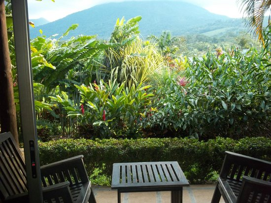 Arenal Manoa Hotel: The hotel grounds around our room