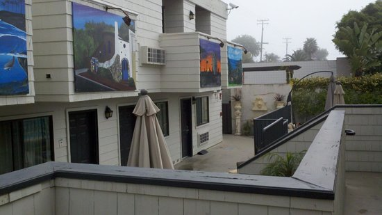 Art Hotel - Laguna Beach : Owners support local artists