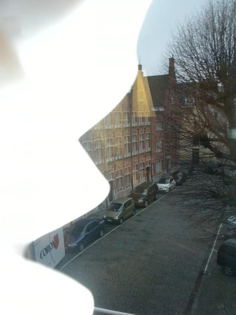 Bariseele: The streets of Brugge are so wonderful!!  Our 3rd floor view!