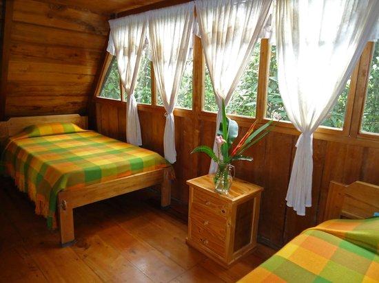 Cabanas Armonia y Jardin de Orquideas: Vista al comedor