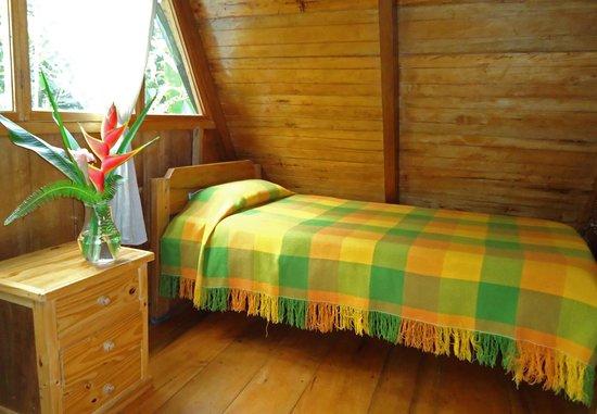 Cabanas Armonia y Jardin de Orquideas: Habitaciones simples, cerca del área de observación de colibríes