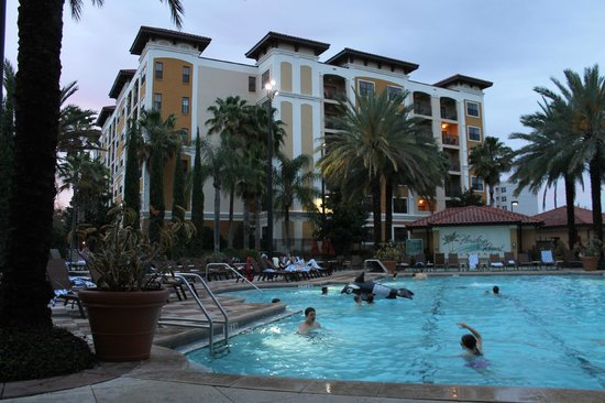 Floridays Resort Orlando: Evening approaches