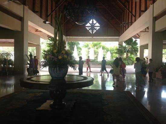 Nexus Resort & Spa Karambunai: lobby area