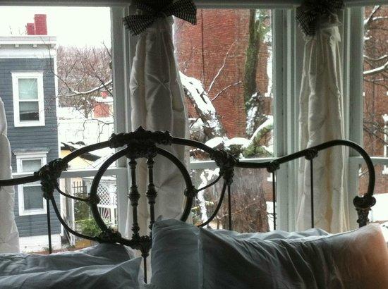 1890 Caroline House B&B : Snow on the trees outside