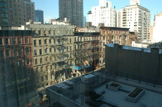Hampton Inn Manhattan-Times Square North: view of 51st from quiet side and 6th floor