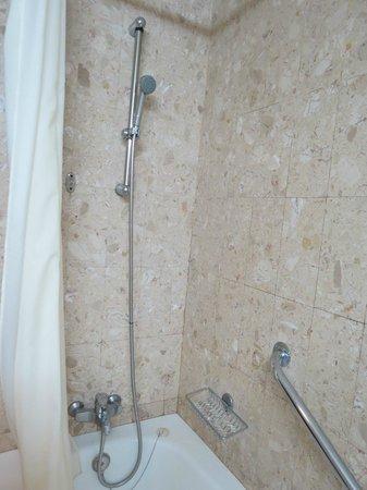 Hotel Apartamentos Gaivota: Great water pressure!
