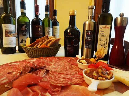 In Toscana - Day Tours: ワインとオリーブオイル、生ハムとチーズ