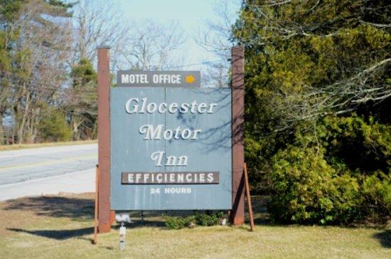 Glocester Motor Inn
