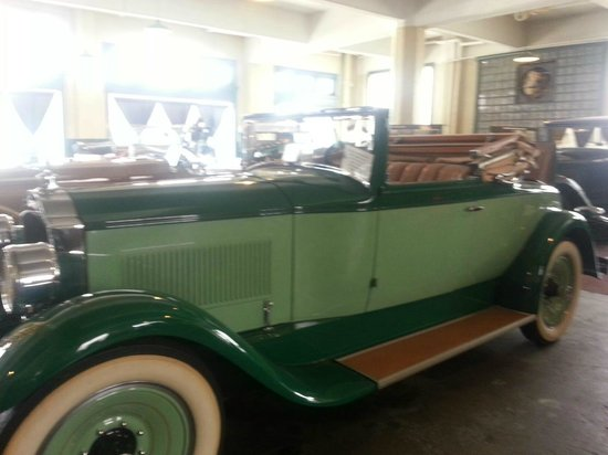 America's Packard Museum - The Citizens Motorcar Co.: Two Tone Gree Packard