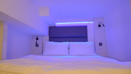Wink Hostel: Neon lights for the beds