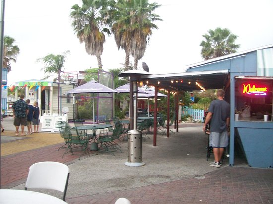 Capt'n Fishbone's Seafood Grill : Outdoor Dining