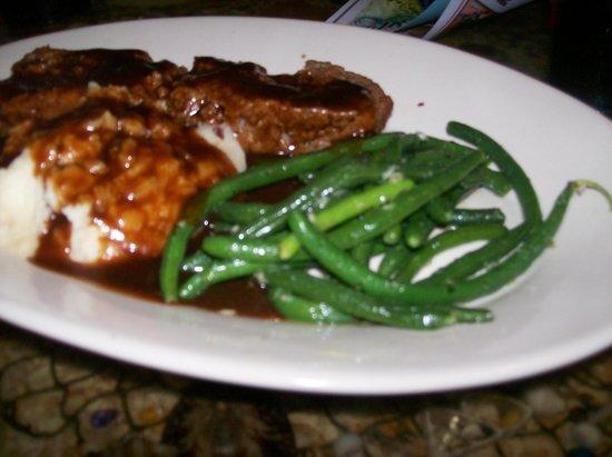 Capt'n Fishbone's Seafood Grill : Meatloaf, RedSkin Mashed Potatoes & String Beans