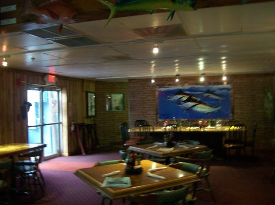 Capt'n Fishbone's Seafood Grill : Inside The Restaurant