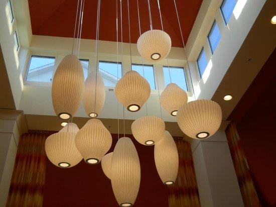 Hilton Garden Inn Fort Collins: Hermosa la ilumancion del lobby!!