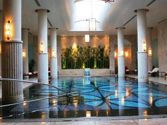 Four Seasons Istanbul at the Bosphorus : The heated indoor pool