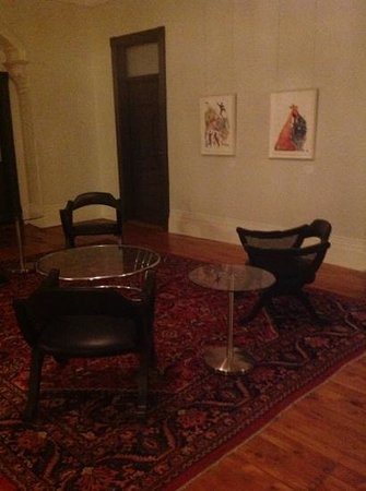 Gladstone Hotel: A lounge just outside our room with artwork displayed.