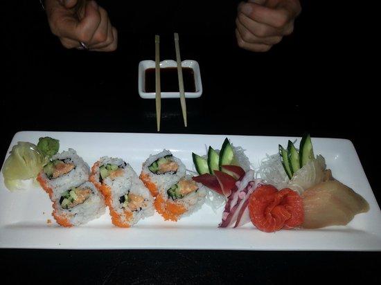 Shima Sushi: Spicy tuna + cali roll