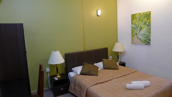 Roof Top Guest House Melaka: Our double bedroom