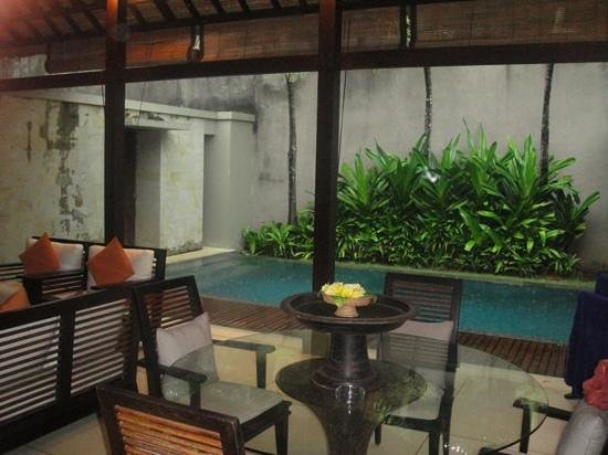 Bali Niksoma Boutique Beach Resort: Presidental Villa Pool and Lounge Area