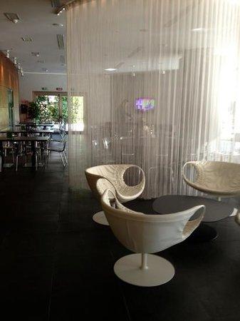 The Hub Hotel: bar, lobby area
