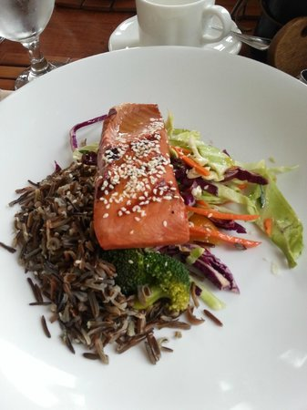 Point no Point : Smoked salmon with wild rice and slaw