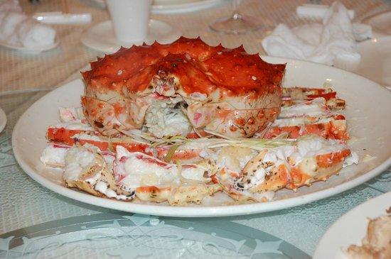 Jade Seafood Restaurant : Freshly steamed Alaska King Crab