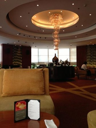 New World Manila Bay Hotel: The Lounge