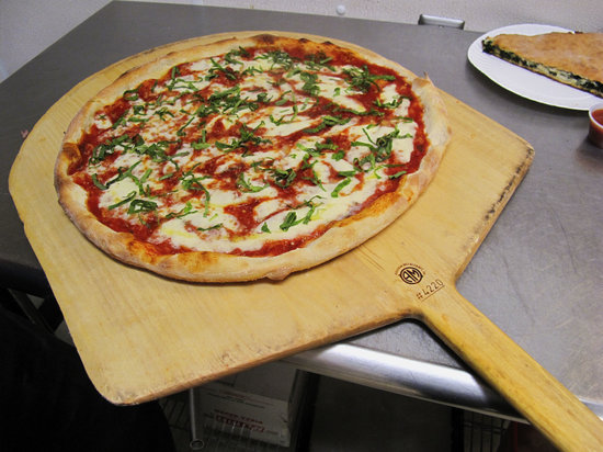 Arte Pizzeria: Hot From The Oven!