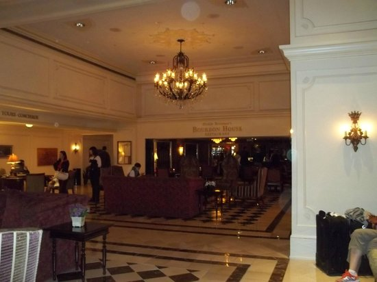 Crowne Plaza Hotel Astor-New Orleans: lobby facing Brennan's Restaurant